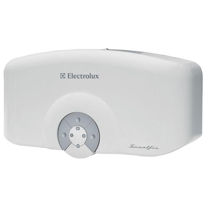 Electrolux Smartfix 6,5 S проточный водонагревательSMARTFIX 6,5 S (душ)Модель проточных водонагревателей Electrolux Smartfix 6,5 S обладает высокой производительностью по нагреву воды, которая достигается за счет применения мощных нагревательных элементов из меди. Водонагреватель предназначен для обеспечения горячей водой одной точки водоразбора.В устройстве используется гидравлическая система управления для поддержания температуры воды в зависимости от величины потока и регулировок смесителя. Для удобства эксплуатации предназначена функция автоматического включения и выключения при открытии и закрытии водопроводного крана. В модели предусмотрены три режима мощности для экономии электроэнергию и повышения производительности прибора. Благодаря мощному спиральному нагревательному элементу прибор способен производить более 2 литров горячей воды в минуту.Водонагреватель оснащен датчиком давления, а также специальным термостатом, который обеспечивает защиту от перегрева. Smartfix 6,5 S может легко и быстро подключаться к стационарному смесителю, став отличным решением на время отключений горячей воды.