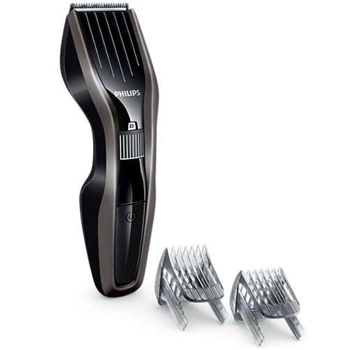 Philips HC5438/15 машинка для стрижки волосHC5438/15Машинка для стрижки волос Philips HC5438/15 создана для отличных результатов и долгой службы. Инновационный режущий блок, лезвия из нержавеющей стали и регулируемый гребень — все, что нужно для быстрой и точной стрижки снова и снова.Усовершенствованная технология DualCut — это режущий блок с двойной заточкой и низким коэффициентом трения. Корпус из стали обеспечивает дополнительную надежность, а инновационный режущий блок гарантирует в два раза более быструю стрижку по сравнению с обычными машинками Philips. Самозатачивающиеся лезвия из нержавеющей стали долго остаются острыми.Поверните колесико для выбора и фиксации нужной установки длины. Прибор оснащен 23 установками длины: от 1 до 23 мм с шагом 1 мм. Прибор также можно использовать без гребня для подравнивания на минимальной длине 0,5 мм.Для максимальной мощности и свободы движения питание прибора может осуществляться как от сети, так и от аккумулятора. 75 минут автономной работы после 8 часов зарядки.Просто выберите и зафиксируйте нужную установку длины с помощью регулировочного колесика, в зависимости от того, хотите ли вы подровнять бороду или создать идеальную щетину. Прикрепите регулируемый гребень для бороды с 23 фиксируемыми установками длины от 1 до 23 мм с шагом 1 мм. Прибор также можно использовать без гребня для подравнивания на минимальной длине 0,5 мм.