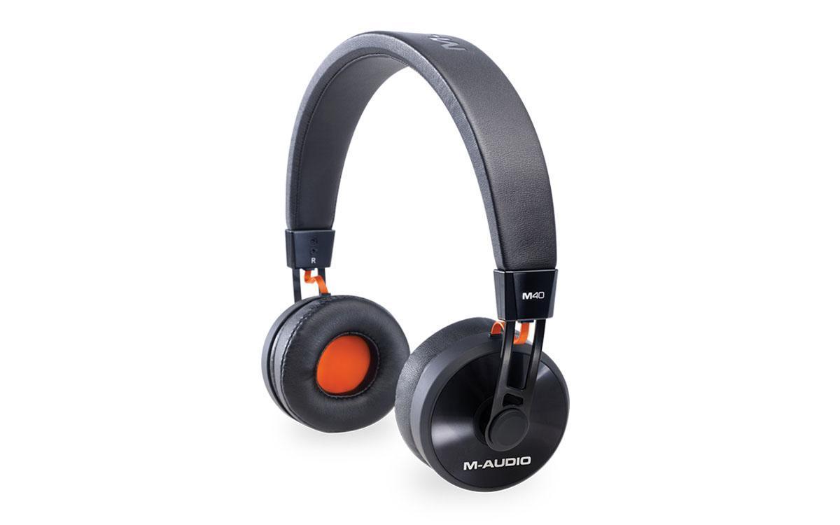 M-Audio M40 мониторные наушникиMCI53082Мониторные наушники M-AUDIO M40 предназначены для работы в студии. Они станут отличным решением как для диджеев, так и для обычных музыкантов. Наушники дают детализированный звук при воспроизведении музыки любых жанровЗакрытые M-AUDIO M40 имеют 40-миллиметровые динамики, которые обеспечивают звучание в широком диапазоне частот. Данная модель имеет легкую конструкцию, регулируемое оголовье и амбушюры из искусственной кожи. Наушники комплектуются съемным кабелем