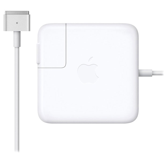 Apple MagSafe 2 адаптер питания 45 Вт для MacBook Air (MD592Z/A)MD592Z/AАдаптер питания Apple MagSafe 2 мощностью 45 Вт оснащён магнитным разъёмом. Если кто-то случайно наступит на кабель, он просто отсоединится, а ваш MacBook Air останется на месте. Это также помогает избежать преждевременного износа кабелей. Кроме того, магнитный разъём обеспечивает быстрое и надёжное подключение к системе. При правильном подключении на разъёме загорается светодиод. Жёлтый цвет означает, что ноутбук заряжается, а зелёный показывает, что он полностью заряжен. Кабель питания, прилагающийся к адаптеру, даёт максимальное пространство для манёвра, а штепсельная вилка для розетки переменного тока (также входит в комплект) позволяет путешествовать налегке.Этот адаптер удобно брать с собой в дорогу: кабель можно намотать на устройство и таким образом сэкономить место. Apple MagSafe 2 заряжает литиевый аккумулятор с полимерным электролитом независимо от того, включена ли система, выключена или находится в режиме сна. Он также обеспечивает систему питанием, если вы работаете без аккумулятора.