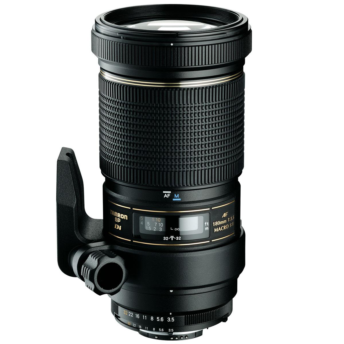 Tamron SP AF 180mm F/3.5 Di LD Macro, Nikon объективB01NПрофессиональный объектив Tamron SP AF 180mm F/3.5 Di LD Macro считается одним из лучших макро-объективов в мире. Он обладает очень хорошей светосилой, сильно сократилось падение силы светового потока на краях изображения, сведены к минимуму хроматические аберрации и отражение рассеянного света. Это делает его лучшим макро-объективом для цифровых зеркальный камер, как полноформатных, так и сенсором формата APS-C. Этот уникальный, очень профессиональный макро-телевик позволяет с одинаково отличными результатами работать дома, на улице или в студии. Он может снимать объекты с любого расстояния и обладает очень большой глубиной резкости. В ситуациях, когда необходимо подойти к объекту достаточно близко, убеждает рабочее расстояние 25 см при масштабе изображения 1:1 (в случае 90 мм приходилось подходить к объекту на расстояние 9 см, что слишком близко для фотографирования насекомых, поскольку они тогда спасаются бегством). Кроме того, система FEC позволяет управлять направлением поляризационного фильтра, если на объектив надета бленда