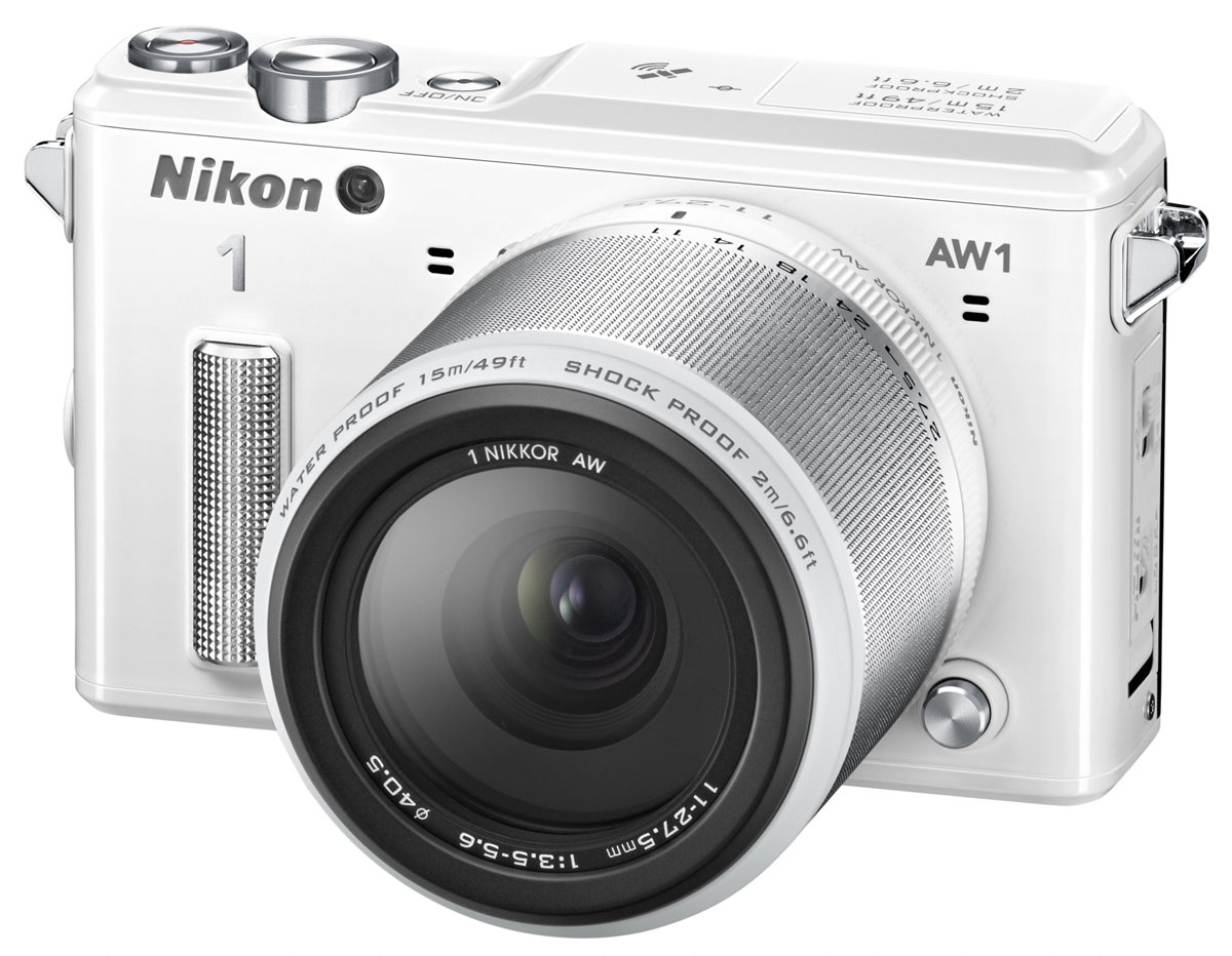 Nikon 1 AW1 Kit 11–27.5mm, White цифровая фотокамераVVA203K001Водонепроницаемая, ударопрочная, морозостойкая и удивительно быстрая фотокамера Nikon 1 AW1 никогда вас не подведет. Куда бы вы ни отправились - на горнолыжный курорт, в путешествие на яхте или на захватывающее сафари, эта системная фотокамера всегда будет защищена от повреждений и воздействия неблагоприятных погодных условий. Минималистичный дизайн фотокамеры отлично впишется и в роскошную обстановку городских мероприятий.Система EXPEED 3A со сдвоенным процессором нового поколения от компании Nikon обрабатывает данные с невероятной скоростью, благодаря чему достигается невероятная производительность в любой ситуации. Система легко справляется со многими задачами фотокамеры, требующими интенсивной работы процессора, например высокоскоростной непрерывной съемкой или одновременной записью фотографий и видеороликов.С помощью функции Съемка лучшего момента вы всегда сможете получить лучший снимок. В режиме Замедленный просмотр фотокамера снимает до 20 последовательных изображений, которые затем одновременно отображаются на ЖК-мониторе в формате замедленной съемки. Это позволяет выбрать точный момент, который вам хотелось бы сохранить. В режиме Интеллектуальный выбор снимка фотокамера производит съемку до 20 последовательных изображений с высоким разрешением, после которой рекомендует пять лучших из них.Творческий режим позволяет применять фильтры и эффекты к фотографиям еще до начала съемки и переходить в режимы съемки PSAM, чтобы полностью управлять процессом. Создавая художественные снимки под водой, можно воспользоваться параметрами для подводной съемки и воспроизвести первозданную красоту цветов, увиденных в океанских глубинах, озерах и бассейнах.Воспользуйтесь всеми возможностями мира фото- и видеосъемки, делая снимки с полным разрешением (формат 3:2) во время съемки видео в формате Full HD. Просто нажмите спусковую кнопку затвора, чтобы сделать снимок; на видеосъемку это никак не повлияет. Выберите Расш