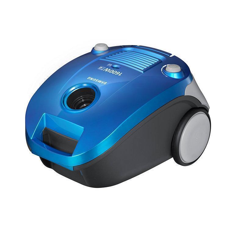 Samsung SC4140, ПылесосSC4140 BlueКомпактный пылесос с мешком для пыли 3 л. Модель оснащенателескопической трубкой и плавным регулятором мощности. Поворот шлангана 360° позволяет не переносить пылесос и делает уборку легкой.Функция выдува позволяет легко очищать от пыли и загрязнениятруднодоступные места. Индикатор заполнения пылесборника сообщит Вамкогда необходимо очистить(заменить) пылесборник или фильтр. Щеткадля пыли используется, чтобы избежать царапин при уборкеделикатных поверхностей, таких, например, как поверхности аудиосистемы илирешетки кондиционеров. Шланг пылесоса можно закрепить в двухположениях в специальные разъемы, как во время, так и после уборки.Это позволяет легко транспортировать и удобно хранить пылесос.Индикатор заполнения пылесборника сообщит Вам когда необходимо очистить(заменить) пылесборник или фильтр. Щетка для пыли используется, чтобы избежать царапин при уборке деликатных поверхностей, таких, например, как поверхности аудиосистемы или решетки кондиционеров. Шланг пылесоса можно закрепить в двух положениях в специальные разъемы, как во время, так и после уборки. Это позволяет легко транспортировать и удобно хранить пылесос.