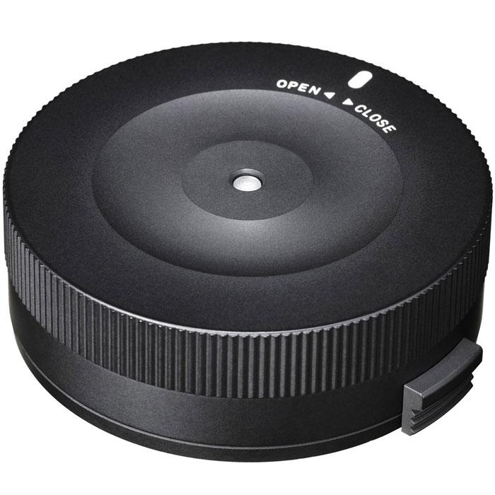 Sigma USB Dock док-станция для Nikon878955Sigma USB Dock для Nikon позволит обновить прошивку объективов, а также регулировать настройки фокусировки и стабилизации. Есть возможность настроить скорость автофокусировки, фокус-ограничителя и OS-функции. Конструкция Sigma USB Dock для Nikon необыкновенно проста - она имеет крепление для объектива, светодиодный индикатор состояния и порт USB для подключения к компьютеру. Регулировка осуществляется специальным приложением SIGMA Optimization Pro.Минимальные требования к компьютеру:Процессор Pentium 4 или вышеОС Windows 7 или Windows 8 (Mac OS X Ver.10.7 или 10.8 для Mac)1 Гб оперативной памяти или больше1 Гб свободного пространства на жестком диске24-битная видеокарта (около 16,7 млн. цветов)Разрешение экрана 1024 х 768 или вышеUSB 1.1 в стандартной комплектации