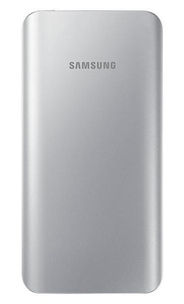 Samsung EB-PA500U, Silver внешний аккумулятор (5200 мАч)EB-PA500USRGRUСтильная зарядка на ходуСтилизованный под металл корпус, закругленные края, изысканные цвета внешнего аккумулятора компании Samsung гармонируют с дизайном Samsung GALAXY S6 I S6 Edge. Универсальный внешний аккумулятор можно использовать как для зарядки мобильных устройств Samsung, так и другой электроникиТонкий дизайн и эргономичная формаМалый вес и сверхмалая толщина позволит вам всегда иметь этот внешний аккумулятор при себе и оперативно заряжать ваши мобильные устройстваБезопасный способ зарядкиВнешние аккумуляторы Samsung выдержали самые жесткие испытания на надежность зарядных элементов, так что безопасность процесса заряда гарантированаLED-индикация уровня зарядаВы можете мгновенно проверить уровень остаточного заряда внешнего аккумулятора. Просто нажмите кнопку - четыре светящихся индикатора означают полный заряд, а один мигающий означает, что батарея требует подзарядкиУвеличенная ёмкость аккумулятораЁмкость батареи 5200 мА•ч внешнего аккумулятора обеспечивает существенно больший рабочий ресурс, как никогда ранее. Теперь вы можете дольше работать со своими электронными устройствами, даже если вы находитесь в пути и нет возможности их подзарядить от сети