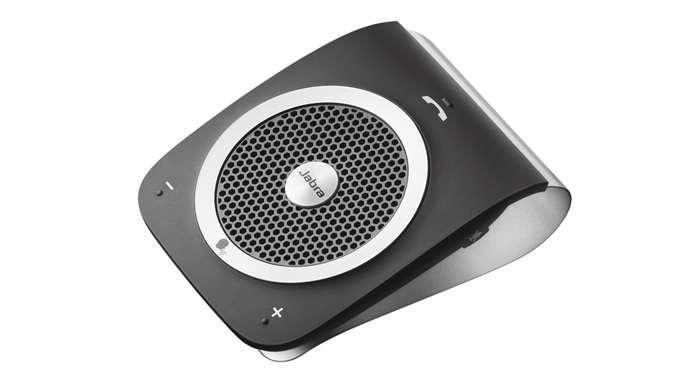 Jabra TourTLKR-T80EXTТехнология шумоподавления обеспечивает четкое звучание речи по телефону, без неприятного «эффекта спикерфона». Микрофон со звуком HD обеспечит отличную передачу каждого вашего слова. Разговариваете ли вы по телефону или слушаете музыку, мощный 3-ваттный динамик обеспечивает великолепное звучание.Попрощайтесь с объемными руководствами. Следуйте простым голосовым инструкциям о том, как следует выполнить сопряжение с мобильным телефоном. Jabra Tour информирует пользователя о низком заряде аккумулятора и называет имя звонящего. Держите руки на руле и совершайте звонки по телефону с помощью голосовых команд.В перерывах между разговорами по телефону Jabra Tour может осуществлять потоковую передачу музыки, инструкций GPS-навигатора и подкастов.