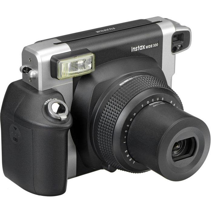 Fujifilm Instax Wide 300, Black фотоаппарат моментальной печати16445795Эргономичная камера Fujifilm Instax Wide 300 оснащена встроенным выдвижным объективом, который расширит ваши творческие возможности. Множество простых в использовании функций позволит сделать незабываемые снимки, а автоматическая вспышка для съемки в условиях плохого освещения оптимизирует интенсивность освещения в зависимости от расстояния. Используйте заполняющую вспышку для создания контрового освещения, которое поможет улучшить ваши фотографии. Экспокоррекция (контроль соотношения светлого и темного) позволяет создать на снимках нужное настроение. Размер фото: 62 x 99 ммISO 800: LV 10.5 - LV 15Индикатор вспышки