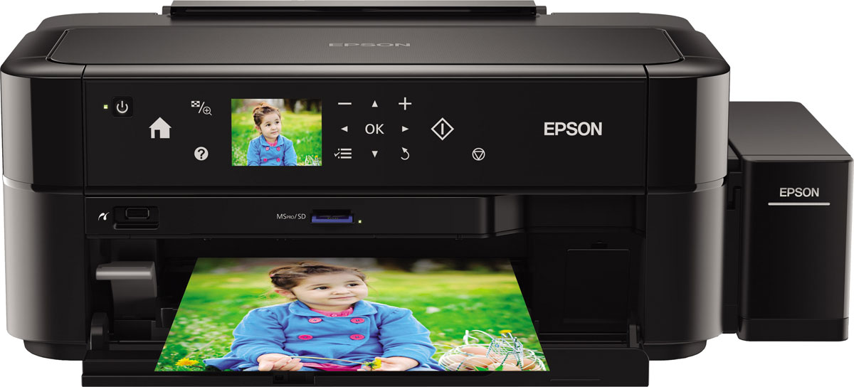 Epson L810 6-цветный принтерC11CE32402Фотопринтер с рекордно низкой себестоимостью печати, позволяющий делать фотографии без использования ПК, благодаря слоту для чтения карт памяти, ЖК -экрану и сенсорной панели управленияФабрика печати Epson L810 - это уникальный фотопринтер со встроенными емкостями для чернил, вместо картриджей, специально созданный для тех, кому необходима экономичная печать фотографий без использования ПК.Струйный фотопринтер Epson L810 позволяет печатать цветные фотографии высокого качества с рекордно низкой себестоимостью - всего 1,5 рубля за снимок формата 10?15 (без учета стоимости фотобумаги). При этом стартового набора расходных материалов хватит на 1800 фотографий.Самой удобной особенностью Epson L810 служит возможность печати фотографий без ПК, благодаря слоту для карт памяти, сенсорной панели управления и ЖК-экрану диагональю 6,9 см. Epson L810 идеально подойдет, как профессиональным фотографам на мероприятиях, так и фотолюбителям, предпочитающим печатать фотографии высокого качества без ПК в домашних условиях. Кроме того вы можете редактировать фотографии прямо на экране вашего принтера (например сделать ее черно-белой или распечатать в режиме сепия). А возможность печати на CD/DVD дисках позволит вам создать уникальные коллекции музыкальных альбомов и фильмов с оригинальными обложками.Струйная печать без картриджейОсобенность всех устройств Фабрики печати Epson - это печать без картриджей. Таким образом конструкция Epson L810 предусматривает встроенные емкости для чернил. Оригинальные чернила Epson заправляются во встроенные емкости из контейнеров по 70 мл. Уникальное строение емкостей гарантирует высокое качество печати и надежность работы устройства даже без использования картриджей.Высокий ресурс расходных материаловРасходными материалами к Epson L810 служат контейнеры с чернилами высоким ресурсом. Так шести контейнеров с голубыми, пурпурными, желтыми, светло-голубыми, светло-пурпурными и черными чернилами хватит на печать 1800 цв