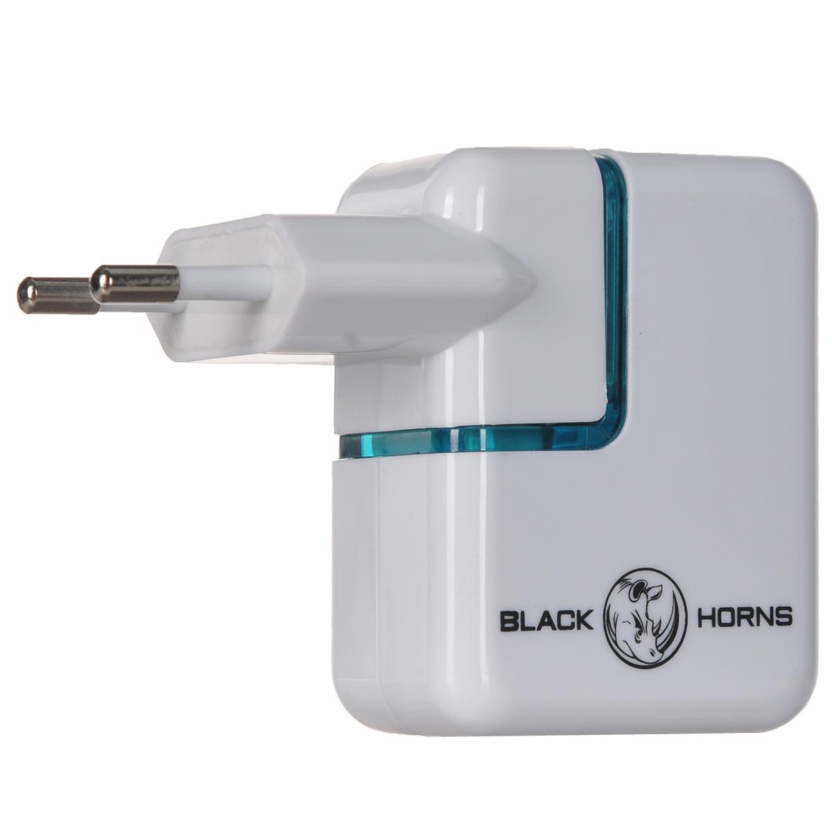Black Horns зарядное устройство от розетки для iPad/iPhone (BH-UN0501)BH-UN0501( R)Зарядное устройство Black Horns для iPad/iPhone имеет 2 USB разъему, предназначенных для зарядки портативной техники от бытовой электросети. Верхний разъем предназначен для телефонов iPhone, нижний разъем - для планшетов iPad.