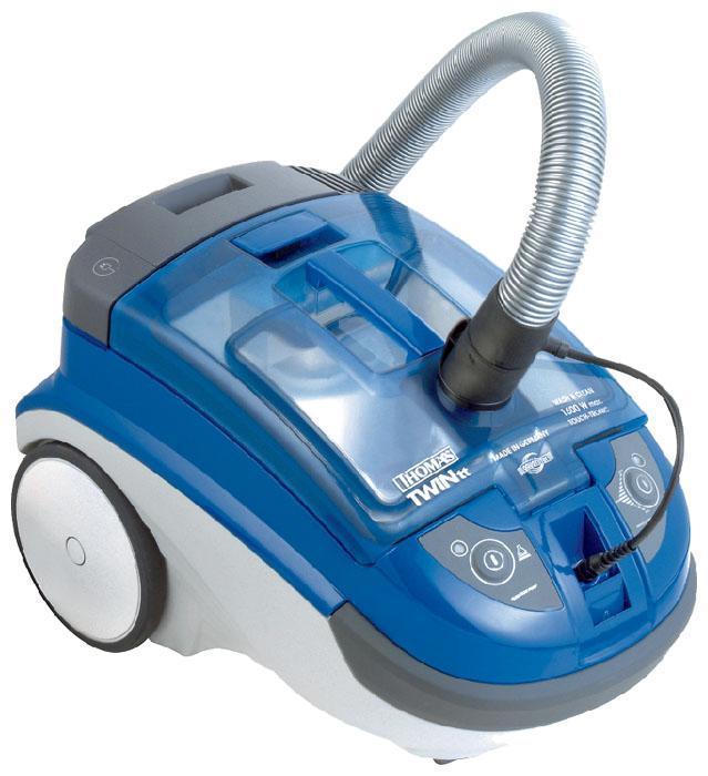 Thomas 788539 Twin TT Parquet, Blue моющий пылесос788539Универсальный моющий пылесос Thomas TWIN TT Parquet Aquafilter оснащен большим количеством насадок, которые помогут Вам быстро и качественно выполнить сухую и влажную уборку с минимальным нанесением вреда для верхних дыхательных путей, и обеспечит абсолютно чистый воздух в помещении в процессе и после уборки. Двигатель максимальной мощностью 1600 Вт в сочетании со специальным нагнетательным насосом в 4 бара способен создать максимальное разряжение двигателя в 280 мбар. В пылесосе Thomas TWIN TT Parquet Aquafilter предусмотрен пылесборник в виде пластикового контейнера объемом на 4литра и специальный резервуар для моющего средства. Электрошнур длиной 8 метров позволяет Вам достать и убрать пыль в радиусе 10 метров. Мощность регулируется благодаря специальному регулятору, размещенному на корпусе.