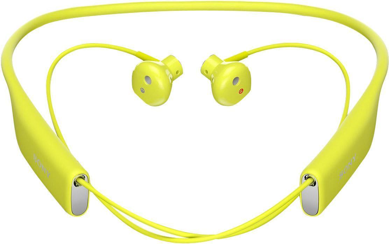 Sony SBH70, Lime Bluetooth-гарнитура1293-9541Любимые композиции в громком и чистом звучании Благодаря фирменному качеству звучания от Sony и наушникам, которые идеально сидят в ушах, с Stereo Bluetooth® Headset SBH70 ваша музыка зазвучит на все сто. Просто подключите гарнитуру к любому Bluetooth-устройству и наслаждайтесь любимыми композициями, где бы вы ни были.Чистый голос без посторонних шумов Благодаря качественному звучанию и комфортной форме наушников говорить по гарнитуре одно удовольствие. Она подавляет эхо, звук ветра и посторонние шумы, поэтому ваш собеседник будет слышать вас громко и отчетливо.Общение в любую погоду Эта гарнитура водостойкая, поэтому вы можете смело использовать ее под проливным дождем и даже мыть под краном.Комфорт на протяжении дня Несмотря на мощь воспроизводимого звука, гарнитура столь невесома, что про нее можно просто забыть. Stereo Bluetooth® Headset SBH70 комфортно носить на работе, по дороге домой, во время пробежки — ее можно не снимать целый день, но ваши уши ни капли не устанут.Удобные голосовые команды Вслух командуйте смартфону, что делать, и добавляйте удобные аудиозакладки в приложении Lifelog. Все, что для этого нужно, — беспроводная мини-гарнитура.