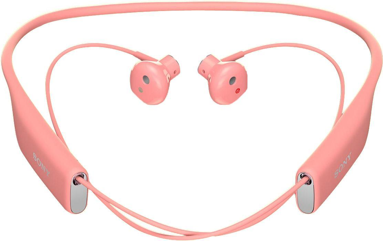 Sony SBH70, Pink Bluetooth-гарнитура1293-9539Любимые композиции в громком и чистом звучании Благодаря фирменному качеству звучания от Sony и наушникам, которые идеально сидят в ушах, с Stereo Bluetooth® Headset SBH70 ваша музыка зазвучит на все сто. Просто подключите гарнитуру к любому Bluetooth-устройству и наслаждайтесь любимыми композициями, где бы вы ни были.Чистый голос без посторонних шумов Благодаря качественному звучанию и комфортной форме наушников говорить по гарнитуре одно удовольствие. Она подавляет эхо, звук ветра и посторонние шумы, поэтому ваш собеседник будет слышать вас громко и отчетливо.Общение в любую погоду Эта гарнитура водостойкая, поэтому вы можете смело использовать ее под проливным дождем и даже мыть под краном.Комфорт на протяжении дня Несмотря на мощь воспроизводимого звука, гарнитура столь невесома, что про нее можно просто забыть. Stereo Bluetooth® Headset SBH70 комфортно носить на работе, по дороге домой, во время пробежки — ее можно не снимать целый день, но ваши уши ни капли не устанут.Удобные голосовые команды Вслух командуйте смартфону, что делать, и добавляйте удобные аудиозакладки в приложении Lifelog. Все, что для этого нужно, — беспроводная мини-гарнитура.