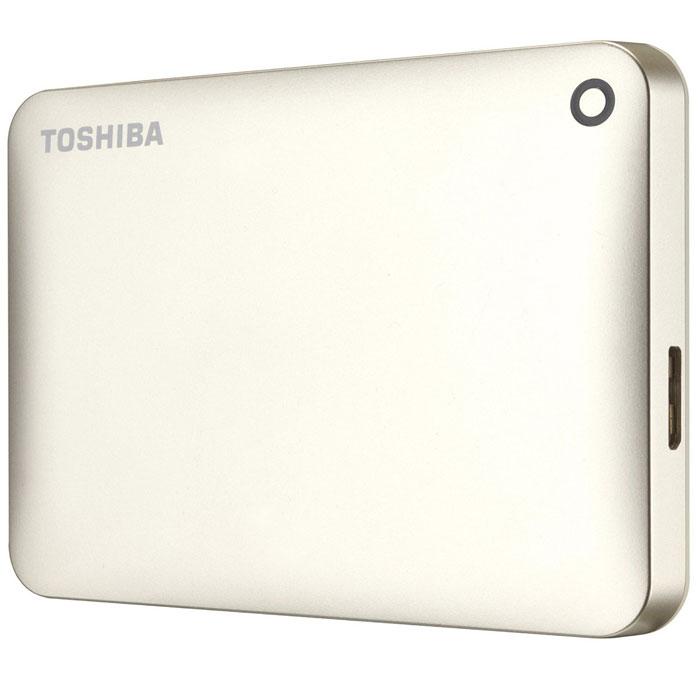Toshiba Canvio Connect II 2TB, Gold внешний жесткий диск (HDTC820EC3CA)HDTC820EC3CAToshiba Canvio Connect II дает вам возможность быстро передавать файлы с интерфейсом USB 3.0 и хранить до 3 ТБ данных на внешнем жестком диске. Устройство полностью готово для работы с Microsoft Windows и не требует установки программного обеспечения, так что ничего не может быть удобнее для хранения всех ваших любимых файлов. В офисе или в дороге его классический дизайн будет всегда уместен. Более того, Toshiba Canvio Connect II позволяет подключаться также и к оборудованию с совместимостью USB 2.0.Этот внешний накопитель обеспечивает доступ к вашим файлам практически из любого места и с любого устройства. Toshiba Canvio Connect II может легко превратить ваш компьютер в облачный сервер благодаря предустановленному ПО для удаленного доступа (накопитель должен быть подключен к компьютеру и Wi-Fi). Помимо удаленного доступа это устройство предоставляет своему владельцу 10 ГБ дополнительного места в облачном сервисе. Программное обеспечение NTI Backup Now EZ обеспечивает удобное и надежное создание резервных копий и восстановление всех ваших папок, файлов и операционной системы.Canvio Connect II оборудован датчиком ударов, сигнал которого переводит головку жесткого диска в безопасное положение, за счет чего снижается риск повреждения носителя и потери данных при падении накопителя. Накопитель имеет уже установленный драйвер NTFS для Mac, поэтому вам не придется волноваться из-за типа вашего компьютера - просто подключите Canvio Connect II и получите доступ к вашим файлам.