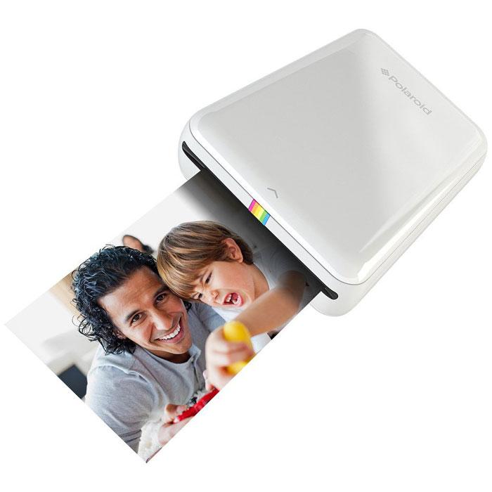 Polaroid Zip, White карманный принтерPOLMP01WМобильный принтер Polaroid Zip создан для быстрой печати фотографий со смартфонов и планшетов под управлением iOS и Android. Устройство позволяет распечатать любую фотографию размером 2х3 дюйма (5х7,6 см). Polaroid Zip подключается к смартфонам и планшетам по NFC или Bluetooth 4.0 с помощью специального приложения-компаньона, которое позволяет не только печатать фото, но и вносить некоторые изменения предварительно. Принтер основан на бесчернильной технологии печати Zero Ink Printing. Одного заряда аккумулятора хватает, чтобы напечатать 25 фотографий.Питание: встроенный li-pol аккумулятор 500 мАчВремя зарядки: 1,5 часа