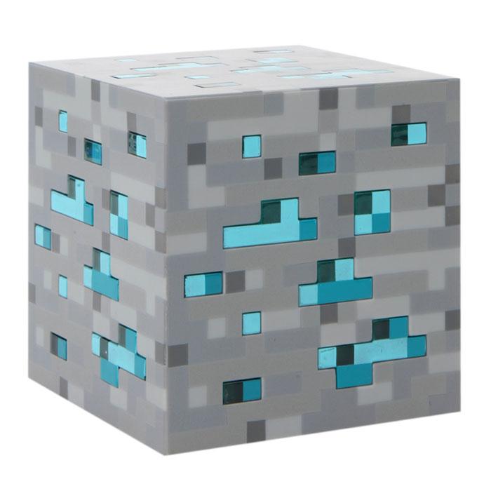 Лампа настольная Minecraft Diamond Ore (серая)J00312Minecraft Diamond Ore - настольная лампа из прочного пластика с оригинальным дизайном из одноименной популярной видеоигры. Прибор имеет три уровня яркости, а также функцию автоматического выключения при касании (свет выключается через 3 минуты).