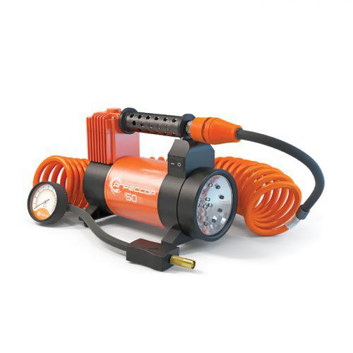 Компрессор автомобильный Агрессор AGR-50L со встроенным фонарем, металлический, производительность 50 л/мин, 12В, 280ВтAGR-50LМощный цельнометаллический компрессор Агрессор AGR-50L из серии отличается наличием встроенного светодиодного фонаря с двумя режимами работы: освещающим и прерывисто-сигнальным, для которого в комплекте идет красная линза. Компрессор обладает высокой производительностью 50 л/мин и быстро накачивает не только шины, но и резиновые лодки, матрацы и другие надувные изделия. Для этих целей с компрессором поставляются различные насадки на шланг, в том числе специальные переходники для накачивания лодок. Яркий металлический корпус компрессора устойчив к коррозии и эффективно охлаждается во время работы. Поршень двигателя оснащен уплотнительным кольцом из гибкого жаропрочного тефлона, которое обеспечивает продолжительную безотказную работу насоса. Для смазки в компрессоре используется инновационное силиконовое масло. Оно сохраняет свои качества в течение всего срока службы изделия и не требует замены или доливки. Шланг компрессора изготовлен из полиуретана и поэтому не теряет...