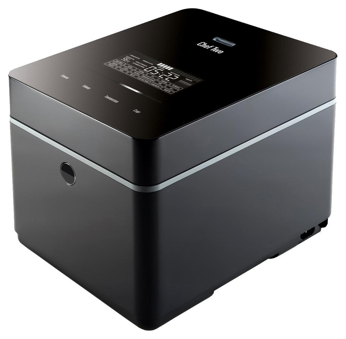 Stadler Form Chef Two SFC.939, Black мультиваркаSFC.939Stadler Form представляет новую мультиварку Chef Two в форме куба. Нестандартное дизайнерское решение делает мультиварку самым современным предметом интерьера Вашей кухни. Компактные размеры оценят пользователи, которым не хватает рабочего кухонного пространства. «Кухонный гаджет» Chef Two имеет пронзительный черный цвет и легко маскируется под hi-fi технику.Сенсорная панель с управлением Touch line еще больше роднит Chef Two со смартфонами. С помощью этого фирменного элемента управления осуществляется руководство большинством функций прибора.Большой русифицированный LCD-дисплей обеспечивает взаимодействие между пользователем и прибором. На дисплей с контрастной белой подсветкой выводятся «уведомления» о выбранной программе, текущем статусе приготовления, температуре. Общаться с прибором также помогает звуковая индикация действий, которую можно отключить. Кроме того, индикация сопровождает выбор программ.17 встроенных программ приготовления пищи, от йогурта до ризотто, позволят воплотить в жизнь все ваши кулинарные задумки. Во всех программах Chef Two искусно подобраны температурные и временные режимы, чтобы исполнить любую кулинарную композицию.Доступны следующие встроенные программы:ПловРизоттоМолочная кашаСупТушениеПароваркаЖаркаВыпечкаКрупыШеф-поварТомлениеЭкспрессПастаЙогуртДетское менюПодогревВ мультиварке предусмотрены специальные температурные программы подогрева пищи для маленьких гурманов. В мультиварке можно подогревать детские бутылочки и баночки с питанием.Для тех, кто любит готовить самостоятельно и экспериментировать во время приготовления предусмотрен режим «Шеф-повар». С этим режимом вы исполните любую свою импровизацию и фантазию благодаря возможности самостоятельно устанавливать температуру и время приготовления. Подогреваются и готовятся все блюда в экологичной чаше с керамическим покрытием, что гарантирует безопасность для вашего здоровья. Готовить на таком покрытии можно без масла. В наборе