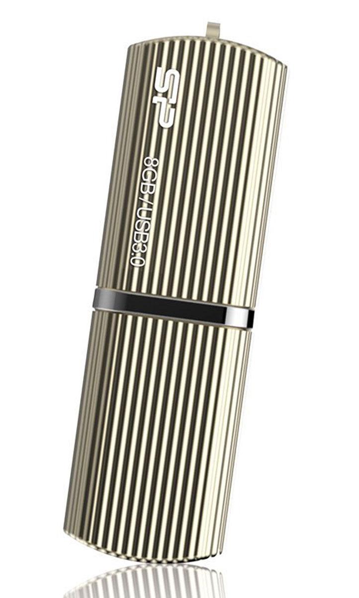 Silicon Power Marvel M50 8GB, Gold USB-накопительSP008GBUF3M50V1CОснащенный интерфейсом USB 3.0 Silicon Power Marvel M50 обеспечивает высокую производительность работы с максимальной скоростью чтения - 90 МБ/с и максимальной скоростью записи - 45ЬБ/с. Совмещая классический дизайн и высокую производительность, M50 станет идеальным решением для тех, кто ценит стиль и практичность.Silicon Power Marvel M50 отличается сияющим корпусом, доступным в двух цветах: цвет шампанского и голубой. Корпус выполнен из алюминия и имеет рельеф в виде полосок. Благодаря M50 ваш вкус будет непременно оценен.Silicon Power Marvel M50 оснащен ПО для шифрования данных. Пользователи могут следовать простым инструкциям интерфейса программы G10 и установить пароль при первом использовании накопителя.Кроме того, пользователи могут разделить накопитель на Общественный раздел - Public Area и Защищенный раздел -Secure Area, управляя важными данными на различных уровнях защиты. После установки пароля Защищенный раздел G10 будет моментально зашифрован, блокируя неавторизованный доступ и обеспечивая высокий уровень безопасности данных.Для обеспечения 100% защиты данных G10 автоматически отформатирует диск после шестой неудачной попытки введения пароля.Silicon Power Marvel M50 имеет пожизненную гарантию, а также поставляется с бесплатным ПО SP Widget, которое поддерживает 7 главных функций для защиты данных, и включают 60-дневную пробную версию NIS (Norton Internet Security).
