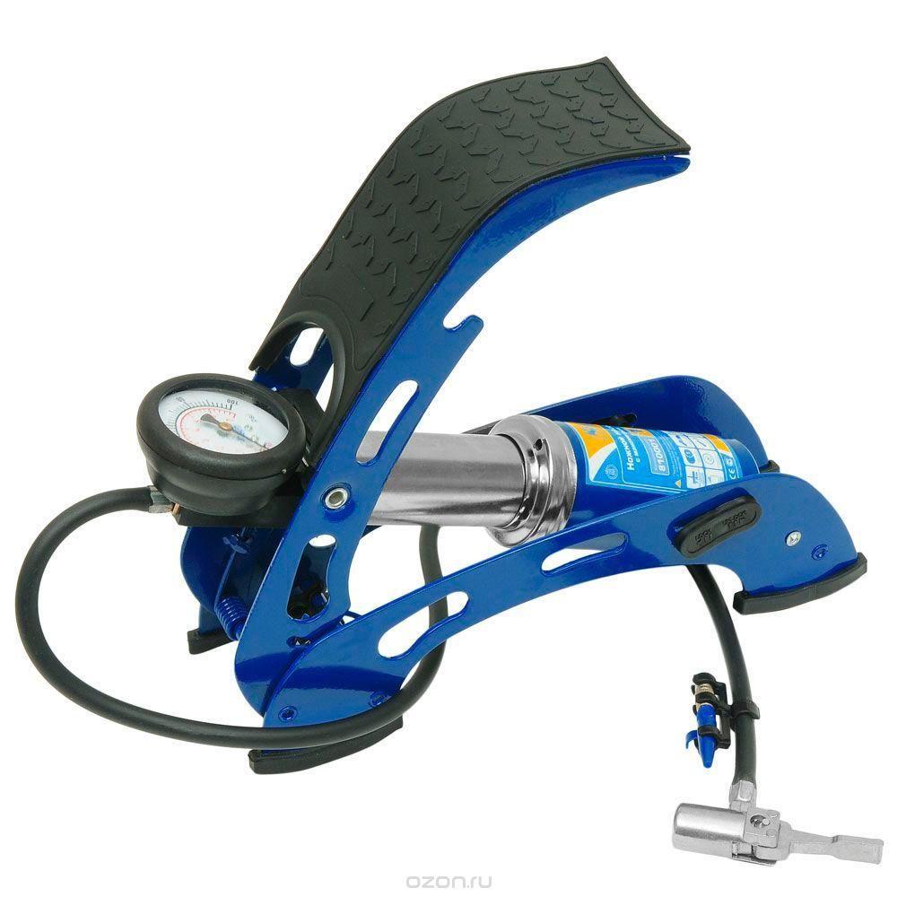 Насос ножной с манометром Kraft(1 цилиндр) с супер-сумкой. КТ 810001КТ 810001Ножной насос предназначен для накачивания автомобильных, мотоциклетных и велосипедных шин. В комплекте также предусмотрены насадки-переходники для накачивания надувных лодок, мячей, матрацев. Ножные насосы KRAFT выгодно отличаются от своих конкурентов, так как удачно сочетают в себе привлекательный современный дизайн и уникальные технические характеристики, позволяющие добиться желаемого результата с меньшими усилиями.Особенности:Объём цилиндра 300 см3. Максимальное рабочее давление 7АТМ. Длина шланга 0,7 метра. Функциональные особенности: - Высокая устойчивость. - Металлический корпус. - Металлический наконечник. - Высокоточный манометр. - Морозостойкость -40°С.