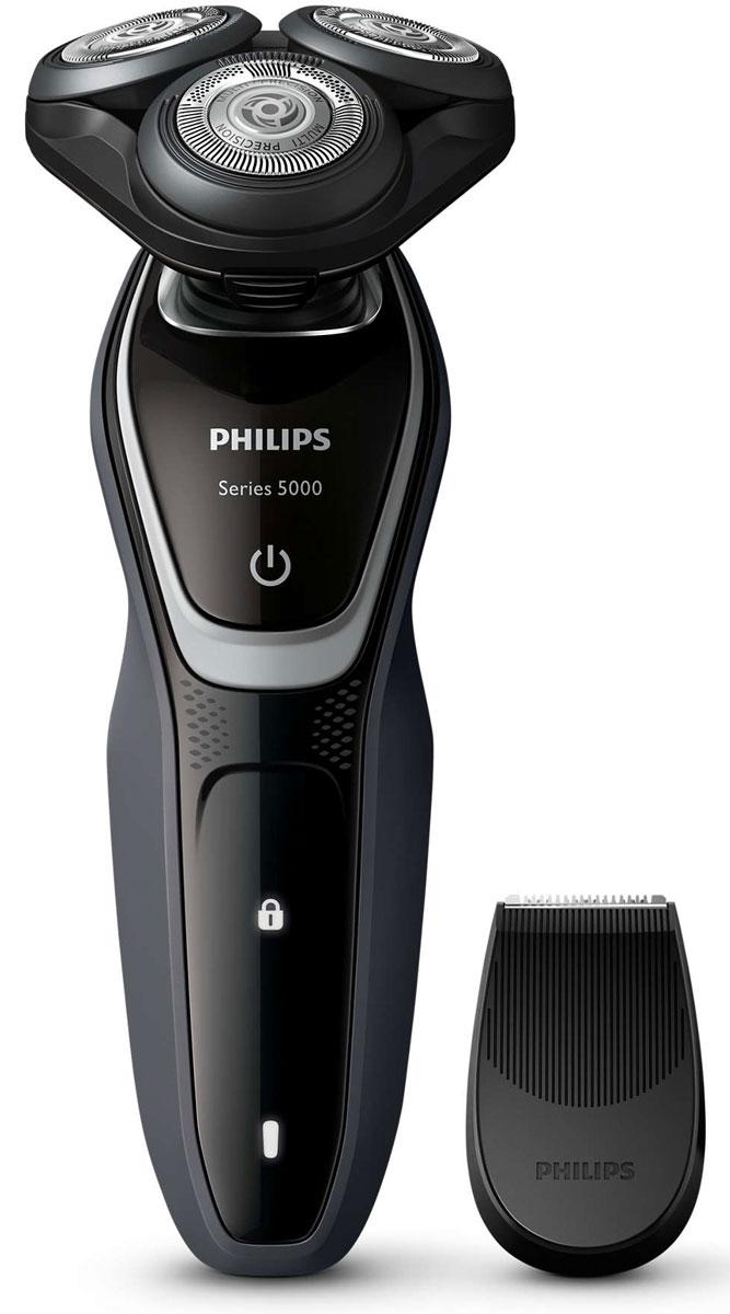 Philips S5110/06 электробритваS5110/06Лезвия электробритвы Philips S 5110/06 приподнимают длинные и короткие волоски для невероятно быстрого бритья. Система лезвий MultiPrecision в несколько движений приподнимает и срезает волоски и щетину. Головки Flex двигаются независимо друг от друга в 5 направлениях. Это гарантирует оптимальный контакт с кожей для быстрого и гладкого бритья даже на шее и подбородке.Система двойных лезвий Super Lift & Cut обеспечивает идеально чистое и гладкое бритье. Первое лезвие приподнимает волоски, а второе — аккуратно срезает их у самого основания. Чтобы завершить образ, используйте безопасный для кожи съемный компактный триммер. Он идеально подходит для моделирования усов и подравнивания висков.На интуитивно понятном дисплее Philips S 5110/06 отображается вся необходимая информация, что позволяет в полной мере использовать все возможности вашей бритвы: одноуровневый индикатор аккумулятора, индикатор очистки, индикатор низкого заряда аккумулятора, индикатор замены головки, индикатор дорожной блокировки. Один цикл зарядки обеспечивает от 40 минут работы или 13 сеансов бритья. Вы также можете использовать прибор, подключив его к сети питания.Мощный энергоэффективный и долговечный литий-ионный аккумулятор обеспечивает долгое время работы бритвы после каждой зарядки. Быстрой зарядки в течение 5 минут хватает для проведения одного сеанса бритья. Бритву можно мыть под проточной водой Просто откройте головки и тщательно промойте под струей воды.На бритвы Philips S 5110/06 распространяется 2-летняя гарантия. Приборы поддерживают напряжения разных стандартов. Долговечные лезвия необходимо менять лишь раз в 2 года.
