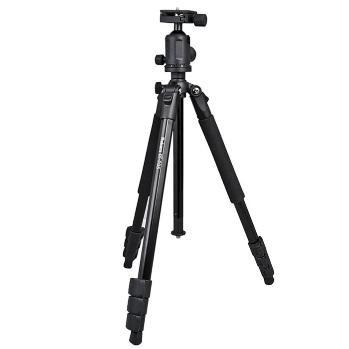 Rekam RT-P35 штатив1213000015Rekam RT-P35 - профессиональный штатив начального уровня. В сравнении с предшествующей моделью (Rekam RT-P30), это более мощный и высокий штатив. Шаровая голова легко меняет угол наклона, обеспечивая плавное перемещение камеры. Цифровая градуировка обеспечивает точность при проведении панорамной съемки. Съемная площадка позволяет быстро устанавливать и снимать камеру.Голова штатива съемная. Закрепив ее на нижней части центральной штанги, можно проводить макросъемку. Оперативно менять высоту можно при помощи центральной колонны, оборудованной подъемником с фиксатором. Длинна ног регулируется клипсовыми замками. Мягкие муфты обеспечивают удобный захват и комфортную работу при низких температурах.Многослойное, матовое покрытие черного цвета обладает антибликовым эффектом, и защищает штатив Rekam RT-P35 от механических повреждений. В комплект входит удобная сумка-чехол.Индивидуальная регулировка высоты ногНезависимый угол наклона ногиСечение ноги: многогранноеМягкие муфтыМакросъемкаПодъемник с фиксатором (без ручки)резина + шип+поворотная пятка