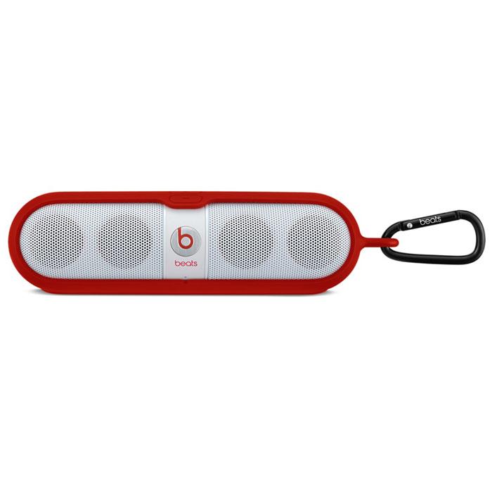 Beats Pill Sleeve, Red чехол для динамикаMHDU2G/AПрочный чехол Beats Pill Sleeve обеспечивает надёжную защиту динамика Beats Pill в дороге, при этом сохраняя его элегантный, компактный дизайн.Конструкция из двух частей легко надевается на динамик. К кольцу на одном конце чехла можно присоединить карабин или другое устройство для удобного крепления динамика.