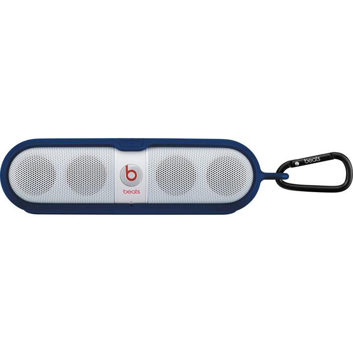 Beats Pill Sleeve, Blue чехол для динамикаMHEA2G/AПрочный чехол Beats Pill Sleeve обеспечивает надёжную защиту динамика Beats Pill в дороге, при этом сохраняя его элегантный, компактный дизайн.Конструкция из двух частей легко надевается на динамик. К кольцу на одном конце чехла можно присоединить карабин или другое устройство для удобного крепления динамика.