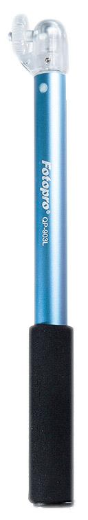 FotoPro QP-903L для GoPro, Blue моноподQP-903L blueFotopro QP-903L это ручной телескопический монопод, для цифровых камер, видео-регистраторов, и выносных вспышек, весом не более 500 грамм. Применяется данная модель для стабилизации фотокамеры при фотосъёмке. Главное преимущество монопода — мобильность. Быстрый монтаж и надежное крепление камеры, зеркальная панель для крепления коррекции ракурса съемки, яркий, стильный, эргономичный дизайн, анодированная фурнитура, предотвращающая ржавчину.Очень удобно пользоваться данным моноподом при фото-видео съемке, если например находясь в путешествии вы желаете запечатлить себя, а обратиться не к кому - просто зафиксируйте камеру, установите подходящую съемку с задержкой времени, оденьте на запястье ремешок и вытяните монопод от себя, чтоб камера смотрела на вас - снимайте с удобством!
