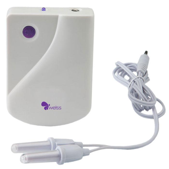 WELSS WS 7068 прибор против насморка и аллергииBP000018750Насморк, аллергическая или простудная заложенность носа кажутся нам естественным состоянием несколько раз в году. Но именно это, на первый взгляд, не самое тяжелое состояние, препятствующее нормальному дыханию, приносит человеку серьезный дискомфорт.Головная боль, чихание, покраснение носа, косые взгляды окружающих – вот лишь малая часть из этого. Также, следствием заложенности носа являются слабость, быстрая утомляемость и снижение работоспособности. Хроническая заложенность носа сильно снижает качество жизни человека постоянными головными болями, нарушениями сна, повышенной утомляемостью.Ни в коем случае не стоит затягивать с лечением насморка, так как в таком случае этот недуг может перерасти в хроническую форму. Что же делать? В наше время существует масса способов и средств, позволяющих эффективно устранить этот недуг в короткие сроки.Прибор против насморка и аллергии WELSS WS 7068 – тот самый аппарат, который уже сумел избавить от насморка и аллергии множество людей во многих странах, и теперь он доступен и в нашей стране!Используя уникальную технологию узкого диапазона световых волн, этот противовоспалительный прибор для профилактики безболезненно и эффективно устраняет симптомы ринита, чихание, выделения из носа, заложенность носа, помогает предотвратить головные боли и слезотечение. Забудьте про насморк и аллергию с аппаратом WELSS WS 7068! Теперь вам не нужны ни частые визиты к врачам, ни капли, не ингаляции! Вдохните полной грудью, ощутите, какое это наслаждение – ощущать аромат утренней свежести нежных цветов, любимой еды и всех тех ароматов, которые так радуют нас!Питание: 1 х 9 В крона (в комплект не входит)Длина волны: 550 нмЭнергия на процедуру: 1 - 2,5 ДжМощность: 4 - 8 МВСрок службы батареи: 100 процедур