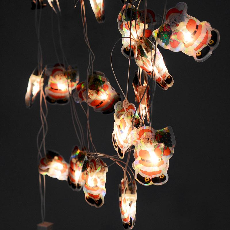 Гирлянда новогодняя Дед Мороз, электрическая, 16 ламп, 2,5 м. 3533735337Новогодняя электрическая гирлянда Дед Мороз украсит интерьер вашего дома или офиса в преддверии Нового года. Лампы выполнены в виде двух пластинок с изображением Деда Мороза. Между пластинами располагается лампочка. Имеется тумблер переключения режимов мигания огней (8 режимов). Оригинальный дизайн и красочное исполнение создадут праздничное настроение. Откройте для себя удивительный мир сказок и грез. Почувствуйте волшебные минуты ожидания праздника, создайте новогоднее настроение вашим дорогим и близким.Материал: ПВХ, стекло. Количество ламп: 16 шт.Размер пластинок: 7 см х 5,5 см. Напряжение: 220 В. Мощность: 30,7 Вт.