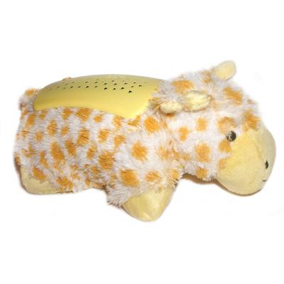 Family Fun Ночник-подушка Жираф99311Ночник-подушка Жираф - это мягкая игрушка- подушка с пластиковым панцирем. Из ночничка льются приятные мелодии, проецируется звездное небо на стены и потолок, превращая комнату малыша в сказку. Музыкальная подушка легко превращается в мягкого жирафа, с которым можно играть. Размеры коробки: 30х15х16 см.