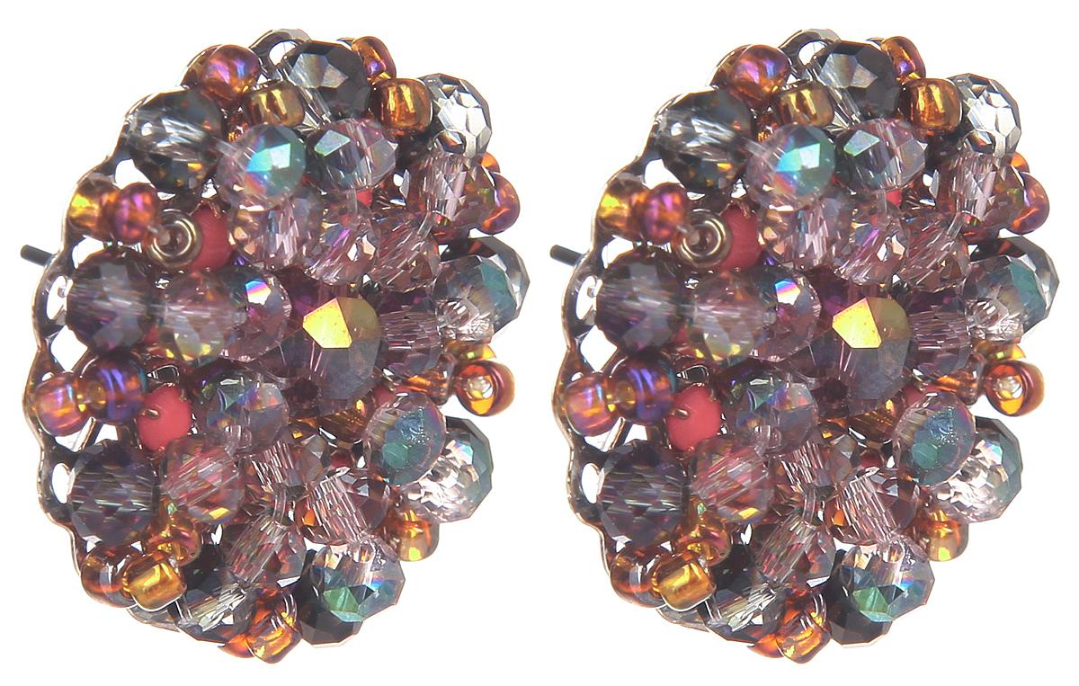 Серьги Fashion House, цвет: мультиколор. FH32046Пуссеты (гвоздики)Оригинальные серьги Fashion House, выполненные из металла с серебристым покрытием в виде круга, инкрустированные композицией из бусин, стекляруса, бисера и кристаллов оригинальной расцветки. Серьги застегиваются на стоплер. Изящные серьги придадут вашему образу изюминку, подчеркнут красоту и изящество вечернего платья или преобразят повседневный наряд. Такие серьги позволит вам с легкостью воплотить самую смелую фантазию и создать собственный, неповторимый образ.