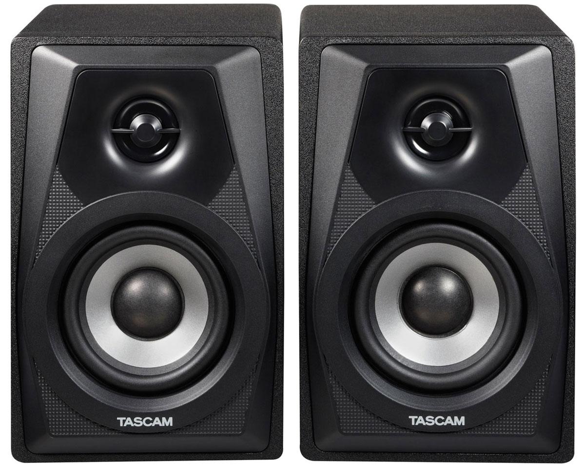 Tascam VL-S3, Black мониторная акустика, 2 штVL-S3Компактные активные мониторы Tascam VL-S3 имеют двухполосную конструкцию и дизайн, заимствованный у старшей модели VL-S5. Новинка предназначена для использования в домашней студии и выполнена в корпусах из MDF.Акустическая система Tascam VL-S3 состоит из активного и пассивного мониторов. На задней стенке активной колонки находятся небалансные входы на разъёмах RCA и мини-джек, регулятор громкости и гнездо для подключения внешнего блока питания. Балансных входов VL-S3 не имеет. Встроенный усилитель мощностью 2 х 14 Вт обеспечивает хорошо сбалансированное звучание на низкой громкости.В наборе поставки находится адаптер питания, кабель исполнения 1/4 дюйма и RCA для подключения данной акустической системы к портастудии либо звуковому интерфейсу.Динамики: 3-дюймовый НЧ/СЧ-излучатель и 12,7-миллиметровый твитерЧастота раздела кроссовера: 8 кГцДиапазон сетевых напряжений: 100 — 240 ВПотребляемая мощность: 60 Вт