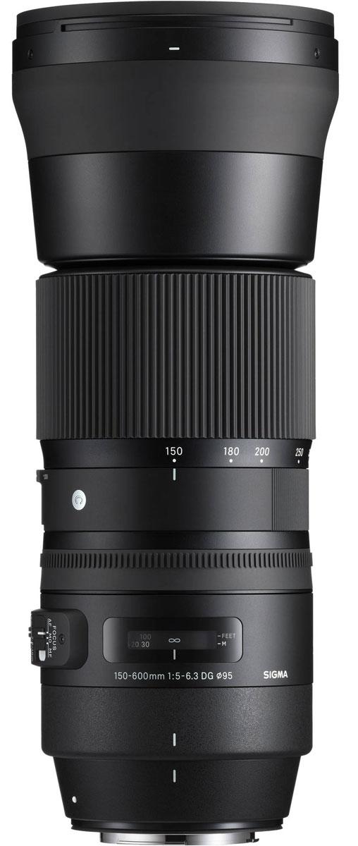 SigmaAF150-600mmF/5-6.3DGOSHSM|C, Black объектив для Nikon745955В своей линейке Sigma AF 150-600mm F5-6.3 DG OS HSM | C является первым гиперзумом. Объектив ориентирован на энтузиастов фотосъемки и отличается более компактным строением в сравнении с объективом SIGMA 150-600mm F5-6.3 DG OS HSM | Sports.Оптическая конструкция объектива включает 20 элементов в 14 группах, в числе которых 1 FLD и 3 SLD стекла. Минимальное значение диафрагмы составляет F22, минимальная дистанция фокусировки – 280 см. Угол обзора в 35 мм эквиваленте лежит в диапазоне 16.4° – 4.1°. Благодаря круглой 9 лепестковой диафрагме объектив создает качественное размытие зон, находящихся вне зоны фокуса.Специальное покрытие тыльной и фронтальной линз отталкивает жир и воду, а улучшенная система стабилизации с включением акселерометра упрощает фотографам работу над съемкой движущихся объектов. Усовершенствованный AF-алгоритм с режимом поддержки ручной доводки и привод Hyper Sonic Motor обеспечивают быстрый и тихий автофокус.Диаметр кольца зуммирования: 88,2ммШтативное кольцо: съемноеЛимитирование фокусировкиМгновенная доводка ручной фокусировкиРезиновый уплотнитель байонетаЛитой латунный байонетУправление зуммированием: вращением кольца