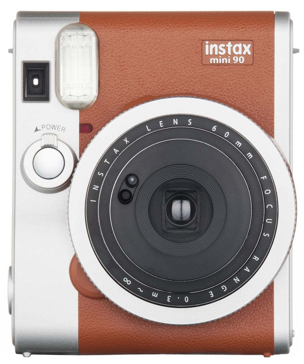 Fujifilm Instax Mini 90, Brown фотокамера мгновенной печатиINSTAX MINI 90Камера для моментальных снимков Fujifilm Instax mini 90 NEO CLASSIC с новыми и улучшенными функциями и элегантным дизайном в стиле ретро (двухцветное серебристо-черное оформление корпуса) для энтузиастов фотографии, которые хотят получить интересное устройство или камеру более высокого класса по сравнению с моделями начального уровня.Концепция камеры - неоклассика (NEO CLASSIC), что отражено в названии продукта. Новая камера имеет режим двойной экспозиции, длинной экспозиции, макросъемки, режимы праздник, ребенок, ландшафт, таймер автоспуска, отключаемую вспышку, регулировку яркости, 2 кнопки спуска затвора, перезаряжаемую литий-ионную батарею, большой ЖК-экран на задней панели и кольцо выбора режимов на передней. Камера также обеспечивает высокое качество снимков благодаря новой программируемой вспышке. Все эти функции и преимущества делают данную камеру идеальным выбором для фотографов, которые хотят получать максимум удовольствия от съемки моментальных фотографий.Используемая фотопленка: цветная фотобумага Fujifilm Instax miniРазмер фотопленки: 86 x 54 ммРазмер снимка: 62 x 46 ммРесурс аккумулятора: 10 кассет фотобумагиВидоискатель реального изображения, 0,37x, с прицелом и компенсацией параллакса для макросъемкиФокусировка: электроприводное переключение между тремя диапазонами (макросъемка 0,3-0,6 м; нормальный режим 0,6-3 м;пейзаж 3 м-бесконечность)