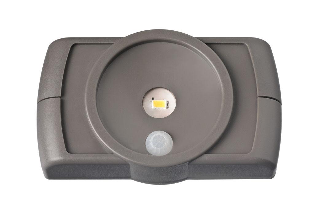 Светильник MrBeams MB860, беспроводной, с датчиками движения и освещенности, LED подсветка рабочей зоны, 35 люмен, коричневый, 4 х ААMB860Беспроводной LED светильник с датчиками движения и освещенности Варианты применения: для использования внутри помещения. Подсветка в любом нужном месте - кухня, гардеробная, кладовка, мастерская, мебель. Яркость: 35 люмен, Цвет Белый (4000K)Площадь освещения: 1 кв. метрДатчик движения: дистанция срабатывания: 1- 2 метра Датчик освещенности: активация работы светильника только в темнотеТаймер отключения при отсутствии движения: регулируемый 20/60 секунд.Время работы на одном комплекте батареек: 1 год работы ежедневного типового использования или до 25 часов непрерывной работыПитание: 4 щелочные батарейки типа АА (1.5 В) Простота монтажа/демонтажа: Крепление двусторонней липкой лентой или саморезами (в комплекте).Безопасность: Отсутствие электрической проводки, корпус защищен от случайного проникновения маленьких детей.Надежность: срок службы LED до 30000 часов. Высококачественный пластик с защитой от ультрафиолетовых лучей – не выгорает под солнцем.Размеры (Ш*В*Г): 11,2 * 6,6 * 2,5 смВес: 29 г (без батареек)