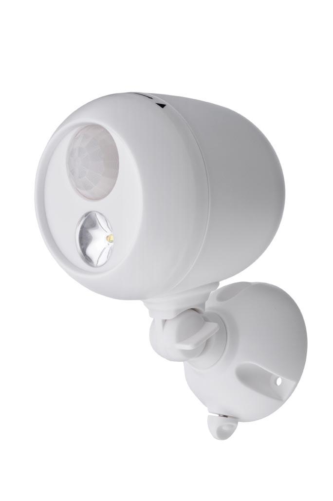 Светильник уличный MrBeams MB330, беспроводной, с датчиками движения и освещенности LED прожектор, 140 люмен, белый, 3 х DMB330Беспроводной LED прожектор с датчиками движения и освещенности Варианты применения: для использования внутри помещения и на улице. Подсветка в любом нужном месте - кладовка, подвал, участок, гараж, ворота, беседка, детская площадка. Яркость: 140 люмен, Цвет Белый (5000K)Площадь освещения: 38 кв. метраДатчик движения: дистанция срабатывания: 5- 10 метров Датчик освещенности: активация работы светильника только в темнотеТаймер отключения при отсутствии движения: 30 секунд.Время работы на одном комплекте батареек: 1 год работы ежедневного типового использования или до 40 часов непрерывной работыПитание: 3 щелочные батарейки типа D (1.5 В) Простота монтажа/демонтажа: Крепление саморезами (в комплекте).Безопасность: Отсутствие электрической проводки, корпус защищен от случайного проникновения маленьких детей.Надежность: срок службы LED до 30000 часов. Высококачественный пластик с защитой от ультрафиолетовых лучей – не выгорает под солнцем.Размеры (Ш*В*Г): 9,8 * 16,5 * 11,4 смВес: 29 г (без батареек)