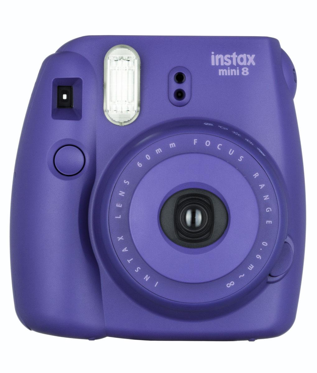 Fujifilm Instax Mini 8, Grape фотокамера мгновенной печатиINSTAX MINI 8Камера с технологией моментальной печати Fujifilm Instax Mini 8 позволяет печатать фотографии размера визитной карточки сразу после съемки.Обладая теми же конструктивными и эксплуатационными характеристиками, что и Instax mini 7S, Instax mini 8 примерно на 10% меньше mini 7S по объему корпуса. Процесс кадрирования стал проще благодаря видоискателю, который передает четкую картинку в реальном времени (даже при съемке под углом) и отличается более наглядной центральной меткой. К функциям съемки добавлен режим High-key - повышение диафрагмы на 2/3 ступени. Чтобы сделать фотографию с яркими и мягкими цветами, которые так полюбились девушкам, достаточно прокрутить диск в режим High-key.С момента своего выхода в свет в 1998 году камера Instax mini стала очень популярной благодаря простому управлению, остроумному дизайну и удивительному качеству снимков. Судя по тому, насколько распространен в наше время обмен цифровыми фотографиями, способов делиться любимыми снимками со временем определенно будет становиться больше. На волне этого тренда люди вновь оценили всю прелесть фотоаппаратов с технологией моментальной печати, ведь они позволяют тут же отдать готовую фотографию, например, другу. Камеры Instax можно использовать в самых различных ситуациях: на свадьбах и на вечеринках, для обычной съемки и для автопортретов. Причина популярности INSTAX среди девочек-подростков и женщин до 20 лет, для которых пленочные фотографии уже в диковинку, - это яркие и мягкие цвета полученных снимков.Камеры Instax mini 8 представлены в пяти цветовых вариантах - самое большое количество цветов в серии Instax. Покупатели могут выбрать не только стандартный белый или черный цвет, но и популярные среди женщин пастельные тона розового, голубого и желтого цвета.Используемая фотопленка: Fujifilm Instax MiniРазмер фотопленки: 86 мм х 54 ммРазмер снимка: 62 мм х 46 ммДиапазон фокусировки: от 0.6 м до бесконечностиУправление экспоз