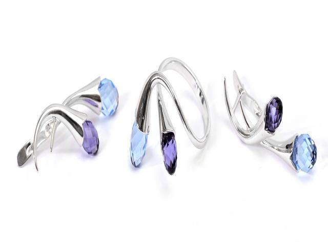 Комплект украшений Jenavi Пломбир: кольцо, серьги, цвет: серебристый, синий, фиолетовый. e151f240Колье (короткие одноярусные бусы)Очаровательный комплект украшений Jenavi Пломбир включает в себя стильное кольцо и серьги.Оригинальные серьги, выполненные из гипоаллергенного ювелирного сплава с серебристым покрытием, дополнены многогранными сверкающими кристаллами Сваровски. Серьги застегиваются на английский замок. Элегантное кольцо выполнено из гипоаллергенного ювелирного сплава с серебристым покрытием и декорировано двумя кристаллами Сваровски. Кольцо не имеет размера. Изящный комплект придаст вашему образу изюминку, подчеркнет красоту вечернего платья или преобразит повседневный наряд.