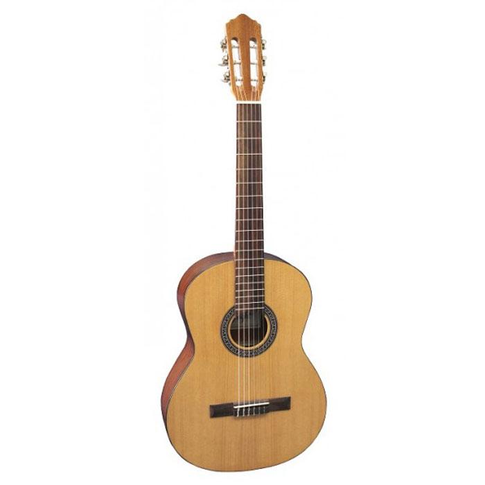 Flight C-120 NA 3/4 акустическая гитараC-120 NA 3/4Flight C-120 NA 3/4 это уменьшенная версия классической гитары Flight C-120 , разработанная специально для маленьких музыкантов и учеников от 7 до 12 лет.Этот инструмент прекрасно подходит как для обучения в музыкальной школе, так и для самостоятельной игры дома. Flight C-120 можно считать старшей сестрой уже известной модели Flight C-100, которая была признана лучшей в классе ученических гитар.Flight C-120 - это гитара с классической испанской формой корпуса и нейлоновыми струнами.На начальном этапе обучения рекомендуются инструментыименно с нейлоновыми струнами, так как они будут доставлять меньше дискомфорта при игре. Flight C-120 - это полноразмерный инструмент, который подойдет как детям, так и взрослым, которые только открывают для себя гитарный мир.Верхняя дека изготовлена из ели, что обеспечивает чистое звучание, так необходимое для грамотного развития слуха. Нижняя дека и обечайки из сапеле, породы дерева по свойствам очень схожим с красным деревом, благодаря чему звук приобретает мягкость и глубину. Достаточно толстая, порядка 6 мм, палисандровая накладка на грифе создает в руке ощущение приятной весомости и надежности.Струны находятся на комфортной для игры высоте в 4 мм. Надежная колковая механика обеспечивает мягкий и точный ход колков, легкость при настройке, а главное - хорошо держит строй.Оригинальный графический рисунок на розетке сразу привлекает внимание и отлично гармонирует с палисандровой подставкой и черной окантовкой на нижней и верхней деках инструмента. Flight C-120 выполнен в натуральном цвете с классической глянцевой отделкой.