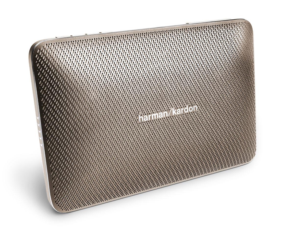 Harman Kardon Esquire 2, Gold портативная акустическая системаHKESQUIRE2GLDHarman Kardon Esquire 2 - беспроводная Bluetooth-колонка, ставшая сосредоточением мастерства и производительности, высококачественных материалов и современных возможностей.Данная модель обеспечивает богатое высококлассное звучание благодаря передовым разработкам в акустике и четырем профессионально настроенным динамикам. Эта портативная колонка обладает технологией Bluetooth для беспроводного соединения, а также USB-портом для подзарядки телефонов и других устройств.Еще одно отличие Esquire 2 - беспрецедентная система конференцсвязи. Под цельным алюминиевым корпусом расположились четыре микрофона с технологией эхо- и шумпоподавления VoiceLogic с окружающим звучанием 360 градусов. Вы услышите все до последней буквы - даже в самых шумных местах. Исполненный в тонком форм-факторе и невесомом дизайне, Esquire 2 легко скользнет в чемодан или сумочку, но также станет центром притяжения в конференц-зале.Необязательно все время держать динамик в руках - откиньте подставку и поставьте Harman Kardon Esquire 2 на стол. Тогда ни одна нота не будет утеряна.Harman Kardon Esquire 2 обладает лучшим качеством звука в своей категории и отличается уровнем производительности, который, казалось бы, противоречит его удобному компактному размеру. Мощный объемный звук в малогабаритном динамике? Harman Kardon снова делает это.Динамики: 4 x 32 ммАккумулятор: 3200 мАч