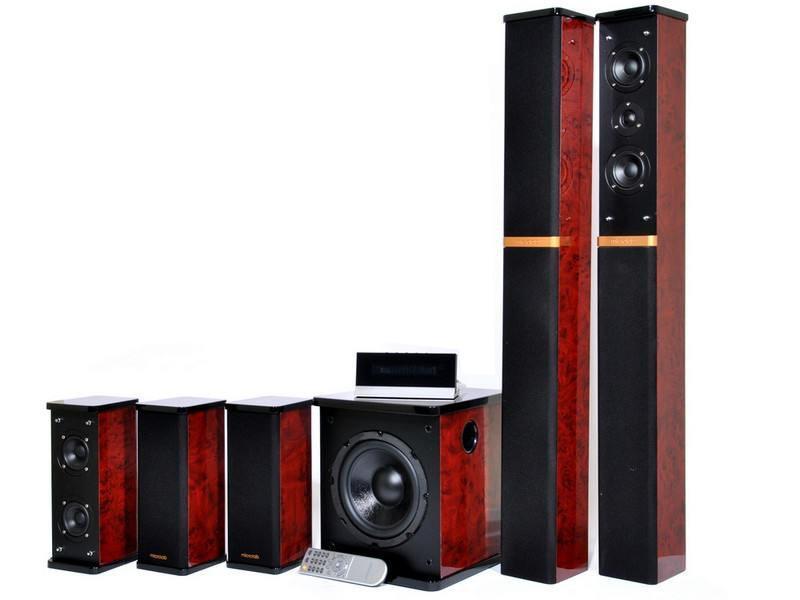 Microlab H-600, Dark Wood акустическая системаSPMCRLB_H600Это один из лучших вариантов для создания домашнего кинотеатра ипрослушивания музыкальных композиций. Качественный объемный звукпозволит Вам полностью погрузиться в мир музыки, фильмов,компьютерных игр. Отличный дизайн системы позволит ей превосходновписаться в любой интерьер. Качество звучания акустики значительноулучшается благодаря тому, что сабвуфер и сателлиты выполнены издерева. Модель можно устанавливать рядом с монитором или любой другойаппаратурой, не опасаясь помех: магнитное экранированиединамиков защищает от их возникновения. Двухполосные сателлитыобеспечивают чистое воспроизведение высоких частот и звука в целом. Громкоезвучание акустики определяется ее высокой мощностью. Выраженные,глубокие басы системы позволят Вам наслаждаться качествомвоспроизводимого звука.