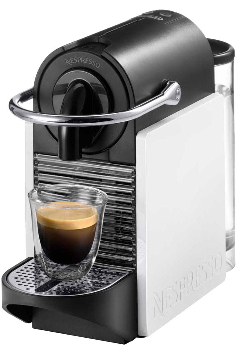 DeLonghi Nespresso Pixie Clips EN 126 капсульная кофемашинаEN 126Кофемашина DeLonghi Nespresso Pixie Clips EN 126 со сменными боковыми панелями позволит менять дизайн согласно личным предпочтениям и последним модным трендам, и создавать свой собственный стиль.Новый компактный заварочный механизмВремя прогрева 25-30 секПодсветка контейнера для капсул в ретро-стилеАвтоматическое и программируемое количество воды на порциюРегулируемый поддон для капель для установки кофейных чашек и кофейных бокалов для латте-макиатоЭнергосберегающий режимНастройки: 40 мл для эспрессо и 110 мл для лунгоКнопки включения/выключения и количества воды на порциюУдобная система установки капсулАвтоматический выброс капсулКонтейнер для использованных капсул (10 штук)