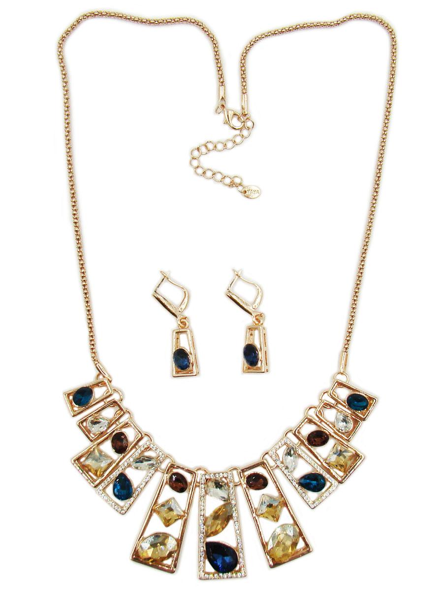 Комплект украшений Taya: колье, серьги, цвет: золотой, синий, бирюзовый. T-B-10258Ожерелье (короткие многоярусные бусы)Комплект украшений Taya, состоящий из колье и сережек, выполнен из ювелирного сплава золотистого цвета. В центральной части колье дополнено декоративным элементом, украшенным разноцветными стразами в форме квадрата, овала и капли. Модель застегивается на замок-карабин. Длина колье регулируется при помощи цепочки. Стильные серьги-подвески декорированы стразами овальной формы. Застегивается изделие на английский замок. Такой комплект поможет создать уникальный и запоминающийся образ, а также подчеркнет вашу индивидуальность.