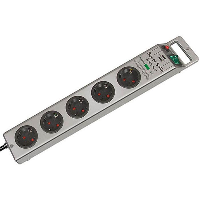 Brennenstuhl Super-Solid сетевой фильтр 5 розеток 4500 A, Silver1153340315Сетевой фильтр на 5 розеток Brennenstuhl Super-Solid защищает оборудование от скачков напряжения.Гнезда изготовлены из прочного пластикаДвухполюсный выключатель с подсветкойЗаземленные розеткиРозетки расположены под углом 45° что позволяет подключать крупные штекеры и блоки питанияВозможность крепления фильтра к стенеУдобное расположение кнопки включения и кабеляНескользящие резиновые накладки на нижней части корпусаНадёжная защита от помех и скачков напряжения до 4500 АТип кабеля: H05VV-F 3G1,5