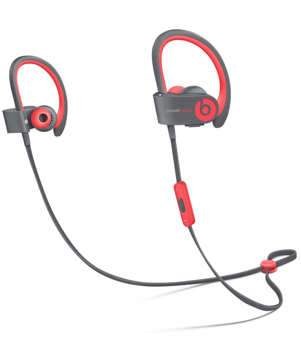 Beats Powerbeats2 Wireless Active Collection, Red Grey наушникиMKPY2ZE/AСтильные беспроводные наушники Beats Powerbeats2 Wireless из коллекции Active дают вам полную свободу на пробежках и тренировках с iPhone или iPod. Беспроводные наушники, вдохновлённые Леброном Джеймсом, бросают вызов обыденности, давая атлетам импульс к непревзойдённым результатам. Лёгкие и мощные, с двумя акустическими головками, совершенно новые беспроводные наушники воспроизводят звук великолепного качества на мощности, которая нужна вам для движения на пробежке или тренировке.От городских улиц до игровых площадок - наушники Powerbeats2 Wireless дают вам полную свободу на тренировках. Беспроводная технология Bluetooth даёт возможность подключаться к iPhone, iPod или другому устройству Bluetooth на расстоянии до 9 метров - вы можете свободно двигаться и сосредоточиться на спорте. Подзаряжаемый аккумулятор на 6 часов воспроизведения даст вам силы выстоять до конца. А если он разрядился, 15-минутная быстрая зарядка обеспечит ему дополнительный час работы. Не дайте поту вас остановить. Наушники Powerbeats2 Wireless защищены от пота и воды, а дополнительное покрытие на пульте RemoteTalk исключает скольжение, когда вы регулируете громкость, переключаете треки и звоните через гарнитуру. Добавьте силы своему звуку. Акустическая система с двумя головками воспроизводит широкий диапазон частот с чёткими высокими тонами и мощными басами, вдохновляя вас на пробежках и тренировках.