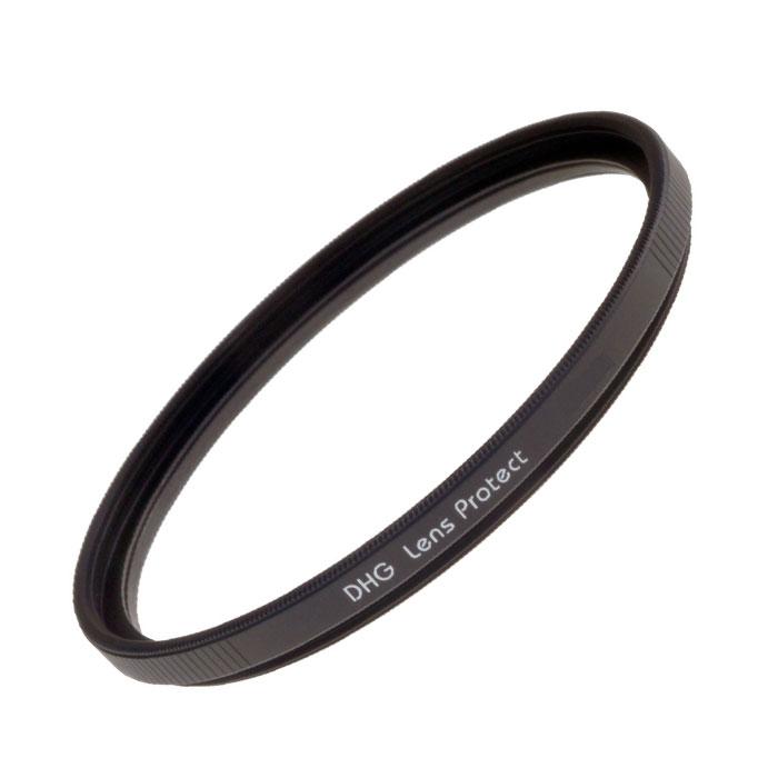 Marumi DHG Lens Protect ультрафиолетовый светофильтр (58 мм)DHG Lens ProtectMarumi DHG Lens Protect - это ультрафиолетовый защитный фильтр постоянного ношения. Упрочненное просветление для защиты от царапин и пыли. Выпускается в узкой оправе, что особо рекомендовано для уменьшения виньетирования при работе с широкоугольными объективами.Серия DGH (Digital High Grade - цифровые высокого класса) - ответ на требования фотографии цифровой эры. Специализированные светофильтры созданные для цифровых фотокамер.Специальное просветление для цифровой оптики.Сверхнизкий коэффициент отражения покрытия, разработанного заново, снижает появление ненужных бликов и засветок к минимуму. Задерживает УВ и ИКлучи, вредные для матрицы. DHG-покрытие пропускает отражённые от матрицы цифрового фотоаппарата лучи света, уничтожая саму возможность появления бликов от внутренних поверхностей оптики и механики.Чернение внешнего края линзы.Применяемое впервые, чернение закраины линзы фильтра сводит на нет внутренние переотражения.DHG-оправа.Оправа стандартизована, но вредные отражения дополнительно убираются сатинированной фактурой. Изменение профиля посадочной резьбы упрощает установку фильтра.