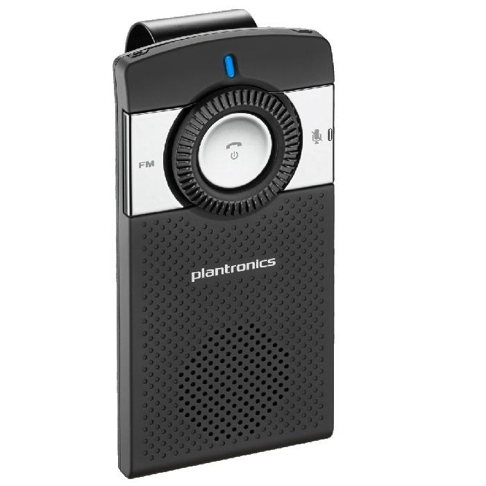 Plantronics K100, Black спикерофонK100Автомобильный Bluetooth спикерфон Plantronics K100.Телефонные гарнитуры для разнообразных мобильных устройств все больше завоевывают популярность у пользователей. Во время работы, занятий спортом, управлении автомобилем гарнитуры становятся просто незаменимыми спутниками. Компания Plantronics предлагает большой выбор беспроводных Bluetooth гарнитур и проводных гарнитур с разнообразными разъемами.Plantronics K100 оснащен двумя встроенными микрофонами и технологией цифровой обработки звука (Digital Signal Processing), которая обеспечивает высококачественную обработку звука, очищая его от окружающего шума и помех и позволяя вашему собеседнику четко слышать ваш голос. Система эхоподавления обрабатывает звук в обоих направлениях (входящий и исходящий), а высококачественный динамик избавляет от необходимости вслушиваться, пытаясь разобрать речь собеседника. В K100 также имеется поддержка технологии A2DP, позволяющей воспроизводить музыку, подкасты, GPS-навигацию и другие звуки с мобильных устройств оснащенных A2DP, таких как iPhone, BlackBerry Torch и DROID от Motorola.Встроенный FM-передатчик позволяет также переводить звук с телефона на автомобильные динамики.Одним из преимуществ данного спикерфона является простота его настройки и использования. На лицевой панели K100 расположена подсвечивающаяся кнопка отключения микрофона и большие кнопки управления, позволяющие сосредоточиться на дороге, не отвлекаясь на поиск клавиши нужной настройки. Голосовые оповещения информируют пользователя о состоянии подключения, регистрации, уровне заряда аккумулятора, уровне громкости, отключении микрофона и др. Спикерфон комплектуется автомобильным зарядным устройством.Plantronics K100 оснащен также клипсой для крепления на солнцезащитном козырьке автомобиля. Благодаря тонкому корпусу, и изящному дизайну, это устройство идеально впишется в интерьер салона любого автомобиля.Профиль A2DP (Advanced Audio Distribution Profile)Два микрофона для тщательной