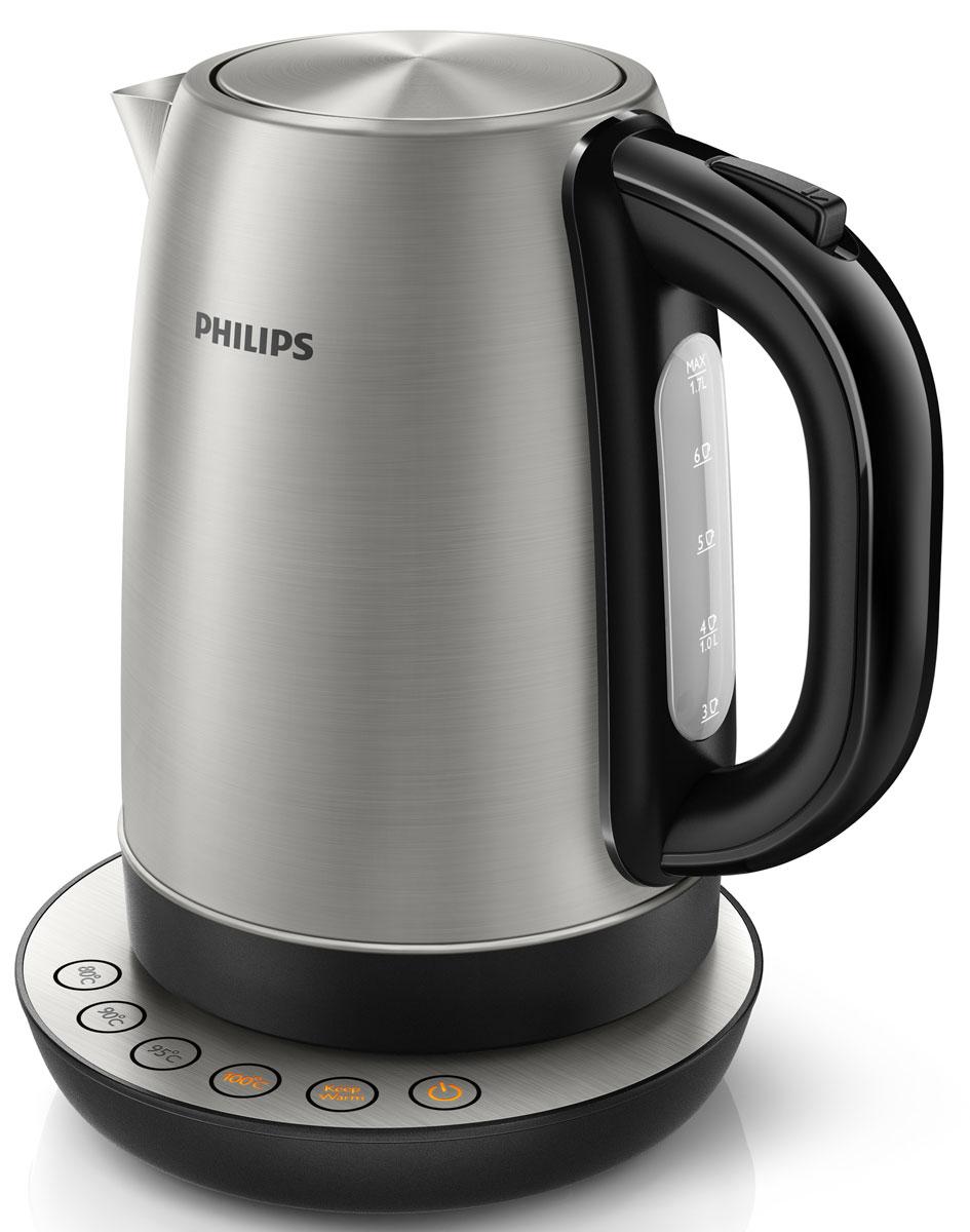 Philips HD9326/20 чайник электрическийHD9326/20Как приготовить вкусный напиток? Для получения насыщенного вкуса каждый горячий напиток должен быть приготовлен при оптимальной температуре. Теперь вы сможете наслаждаться великолепным вкусом горячего напитка, просто выбрав на чайнике Philips HD9326/20 кнопку с нужной температурой.4 запрограммированных кнопки для выбора горячего напитка:Цифровые установки температуры 80, 90, 95 и 100 °C позволяют подогреть воду до необходимой температуры для приготовления различных видов чая, растворимого кофе или супа.Функция Keep warm поддерживает заданную температуру воды:Больше не нужно каждый раз повторно кипятить воду. Функция поддержания температуры сохраняет необходимую температуру воды в соответствии с выбранной установкой.Широко открывающаяся крышка на пружине для удобного наполнения и очистки исключает контакт с паром.Шнур оборачивается вокруг основания, что позволяет легко разместить чайник на кухне.Беспроводная подставка с поворотом на 360 ° для удобства использования.