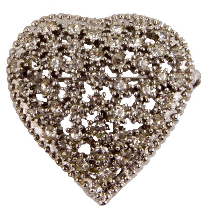 Брошь Сердце. Бижутерный сплав, австрийские кристаллы. Франция, конец ХХ векаАжурная брошьБрошь Сердце.Бижутерный сплав, австрийские кристаллы.Франция, конец ХХ века.Размер броши 4 х 4 см . Сохранность хорошая.Брошь выполнена из высококачественного бижутерного сплава в виде сердца.Украшена кристаллами.Аксессуар станет изысканным украшением для романтичной и творческой натуры.Брошь гармонично дополнит Ваш наряд, станет завершающим штрихом в создании образа.Изделия такого дизайна прекрасно подойдут как к дневному наряду, так и к вечернему.